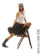 Купить «Девушка в кепке на стуле», фото № 266536, снято 19 января 2008 г. (c) Михаил Малышев / Фотобанк Лори