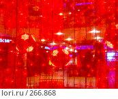 Купить «Новогоднее украшение большого торгового центра», фото № 266868, снято 1 января 2007 г. (c) Анатолий Заводсков / Фотобанк Лори