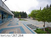 Купить «Туапсе. Площадь перед ТЮЗом.», фото № 267264, снято 17 апреля 2008 г. (c) Иван Сазыкин / Фотобанк Лори