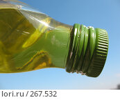 Купить «Бутылка оливкового масла на фоне неба», фото № 267532, снято 26 апреля 2008 г. (c) Заноза-Ру / Фотобанк Лори