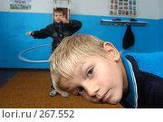 Купить «Дети в физкультурном зале. Сельская школа», фото № 267552, снято 28 октября 2005 г. (c) Виктор Филиппович Погонцев / Фотобанк Лори