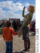 Купить «Фотография на память. Игра на музыкальном инструменте», фото № 268284, снято 27 апреля 2008 г. (c) Юрий Синицын / Фотобанк Лори