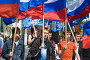Российские флаги в руках юношей. Первомай в Новороссийске, фото № 269024, снято 1 мая 2008 г. (c) Федор Королевский / Фотобанк Лори
