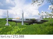 Купить «Ракеты и самолёт на фоне неба в Аксайском военно-историческом музее», фото № 272088, снято 1 мая 2008 г. (c) Борис Панасюк / Фотобанк Лори