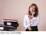 Уставшая девушка, разговаривающая по телефону. Стоковое фото, фотограф Сергей Байков / Фотобанк Лори