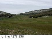 Купить «Дорога через поле», фото № 278956, снято 2 мая 2007 г. (c) Андрей Пашкевич / Фотобанк Лори