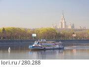 Речной трамвайчик на Москве-реке (2008 год). Редакционное фото, фотограф Алексеенков Евгений / Фотобанк Лори