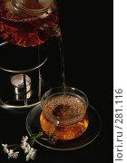 Купить «Заваренный зеленый чай наливают из чайника в чашку на черном фоне», фото № 281116, снято 29 апреля 2008 г. (c) Татьяна Белова / Фотобанк Лори
