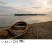 Купить «Лодка на песке», эксклюзивное фото № 282984, снято 10 мая 2008 г. (c) Алина Голышева / Фотобанк Лори