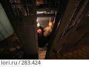 Купить «Двое рабочих за приоткрытой дверью лифта монтируют оборудование», фото № 283424, снято 21 августа 2019 г. (c) Владимир Катасонов / Фотобанк Лори