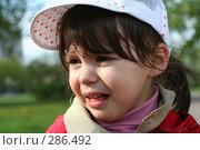 Купить «Обиженная плачущая девочка», фото № 286492, снято 10 мая 2008 г. (c) Наталья Белотелова / Фотобанк Лори