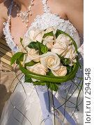 Купить «Свадьба. Букет в руках невесты», фото № 294548, снято 17 мая 2008 г. (c) Федор Королевский / Фотобанк Лори