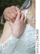 Купить «Он и она. Руки молодожёнов», фото № 294568, снято 17 мая 2008 г. (c) Федор Королевский / Фотобанк Лори