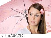 Купить «Девушка с розовым зонтом», фото № 294780, снято 22 сентября 2007 г. (c) Вадим Пономаренко / Фотобанк Лори