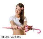 Купить «Девушка с розовым зонтом», фото № 294860, снято 22 сентября 2007 г. (c) Вадим Пономаренко / Фотобанк Лори