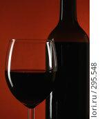 Купить «Красное вино», фото № 295548, снято 17 января 2007 г. (c) Роман Сигаев / Фотобанк Лори