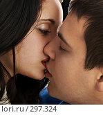 Купить «Поцелуй», фото № 297324, снято 11 января 2008 г. (c) Константин Тавров / Фотобанк Лори