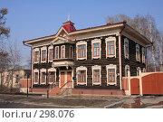 Купить «Старый деревянный дом», фото № 298076, снято 20 апреля 2008 г. (c) Андрей Николаев / Фотобанк Лори