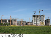 Купить «Строительство многоквартирного дома на окраине города», фото № 304456, снято 24 мая 2008 г. (c) Алексей Ефимов / Фотобанк Лори