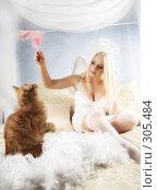 Купить «Девушка играет с котиком», фото № 305484, снято 20 февраля 2008 г. (c) hunta / Фотобанк Лори