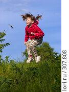 Девочка прыгает. Стоковое фото, фотограф Ольга Сапегина / Фотобанк Лори