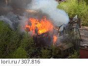 Купить «Пожар в старом квартале Перми», фото № 307816, снято 23 мая 2006 г. (c) Harry / Фотобанк Лори