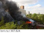 Купить «Пожар в старом квартале Перми», фото № 307824, снято 23 мая 2006 г. (c) Harry / Фотобанк Лори