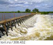 Купить «Плотина Кузьминского гидроузла. Река Ока. Рязанская область», фото № 308432, снято 31 мая 2008 г. (c) УНА / Фотобанк Лори
