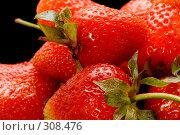 Купить «Спелая клубника», фото № 308476, снято 1 июня 2008 г. (c) Угоренков Александр / Фотобанк Лори