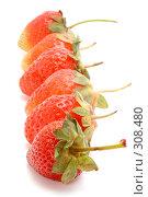 Купить «Спелая клубника», фото № 308480, снято 1 июня 2008 г. (c) Угоренков Александр / Фотобанк Лори