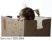 Купить «Девочка в коробке», фото № 309084, снято 12 марта 2006 г. (c) Лисовская Наталья / Фотобанк Лори