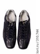 Купить «Туфли на белом фоне», фото № 310744, снято 29 мая 2007 г. (c) Илья Лиманов / Фотобанк Лори