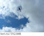 Купить «Голубое небо, белые облака, вертолет», эксклюзивное фото № 312848, снято 4 июня 2008 г. (c) lana1501 / Фотобанк Лори
