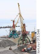Купить «Ялта.Грузовой порт.», эксклюзивное фото № 313544, снято 2 мая 2008 г. (c) Дмитрий Неумоин / Фотобанк Лори