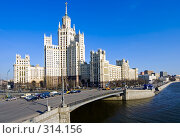 Купить «Высотка в Москве», фото № 314156, снято 22 апреля 2018 г. (c) Михаил Лукьянов / Фотобанк Лори
