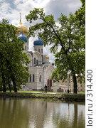 Купить «Николо-Угрешский монастырь», фото № 314400, снято 24 апреля 2018 г. (c) Олег Титов / Фотобанк Лори