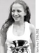 Купить «Веселая девушка», фото № 316392, снято 3 июня 2008 г. (c) Андрей Аркуша / Фотобанк Лори