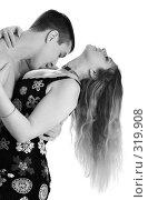 Купить «Влюбленная пара (монохромное)», фото № 319908, снято 27 декабря 2007 г. (c) Константин Тавров / Фотобанк Лори