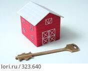 Купить «Красный дом и ключ от дома», фото № 323640, снято 23 апреля 2008 г. (c) Останина Екатерина / Фотобанк Лори