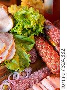 Купить «Натюрморт с колбасами, мясом копченым и овощами», фото № 324332, снято 5 ноября 2005 г. (c) Татьяна Белова / Фотобанк Лори
