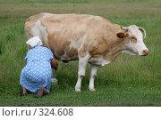 Купить «Доярка доит корову на лугу», фото № 324608, снято 8 октября 2007 г. (c) Gagara / Фотобанк Лори
