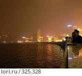 Купить «Ночная набережная Вайтань. Шанхай в тумане», фото № 325328, снято 23 октября 2018 г. (c) Вера Тропынина / Фотобанк Лори
