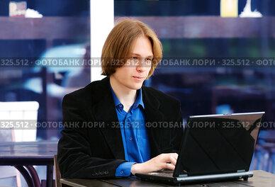 Купить «Молодой бизнесмен», фото № 325512, снято 29 июля 2007 г. (c) Алена Роот / Фотобанк Лори
