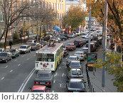 Купить «Движение автотранспорта в Москве», фото № 325828, снято 2 октября 2005 г. (c) sav / Фотобанк Лори