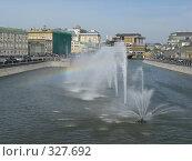 Купить «Фонтаны на Водоотводном канале. Москва», фото № 327692, снято 9 июня 2008 г. (c) Юлия Селезнева / Фотобанк Лори
