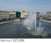 Купить «Фонтаны на Водоотводном канале. Москва», фото № 327696, снято 9 июня 2008 г. (c) Юлия Селезнева / Фотобанк Лори