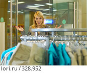 Купить «Девушка в магазине», фото № 328952, снято 18 июня 2008 г. (c) BestPhotoStudio / Фотобанк Лори