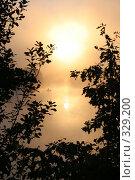 Купить «Рыболов в лучах восходящего солнца на озере в Подмосковье», фото № 329200, снято 30 июля 2005 г. (c) Татьяна Колесникова / Фотобанк Лори