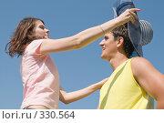 Купить «Летняя фотосессия влюблённых на лугу», фото № 330564, снято 22 июня 2008 г. (c) Федор Королевский / Фотобанк Лори