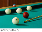 Купить «Бильярдные шары и кий», фото № 331076, снято 31 мая 2008 г. (c) Рыбин Павел / Фотобанк Лори